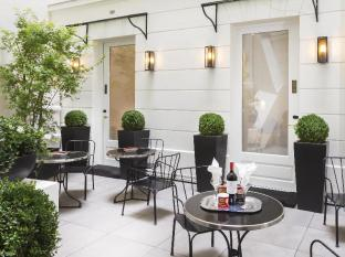 Hotel Balmoral Champs-Elysees Paris - courtyard