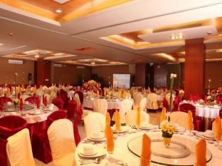 Allure Hotel & Suites Mandaue City - Food and Beverages