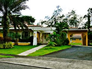 Montevista Villas Angeles / Clark - Superior Villa