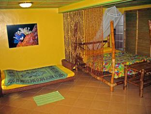 Ravenala Resort Cebu - Family Room