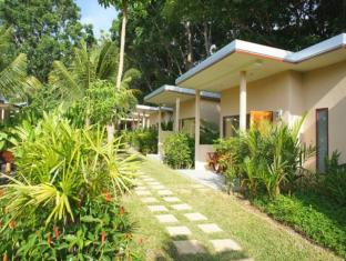 Dacha Resort Phuket - Garden View Bungalow