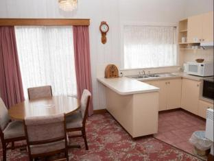 Motel Mayfair on Cavell Hobart - Derwent Room