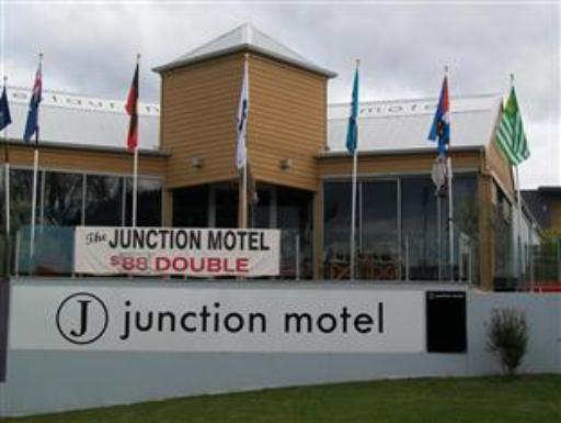 Best guest rating in New Norfolk ➦ Derwent Valley Resort takes PayPal
