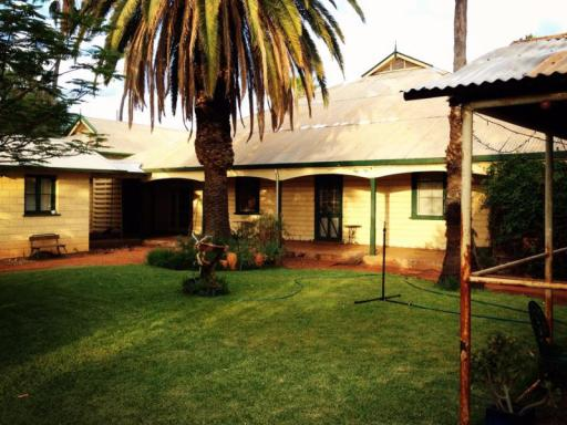 Best guest rating in Murchison ➦  takes PayPal