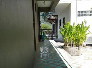 Baan Nitra Guesthouse Phuket - walk way