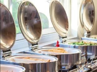 Viva Garden Serviced Residence Bangkok - Food and Beverages