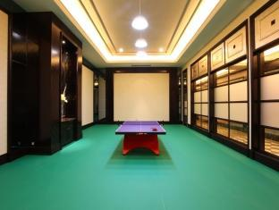 Chateau Star River Minhang All Suite Hotel Shanghai - Table Tennis Room