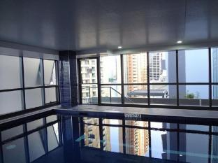Meriton Serviced Apartments Adelaide Street Brisbane - Swimming Pool