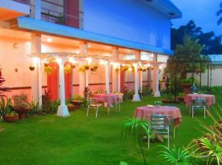 Tropical Sun Inn Puerto Princesa City - Garden at night