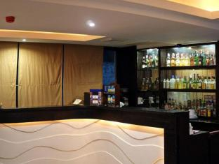 Pinnacle Hotel and Suites Davao - Pub/lounge