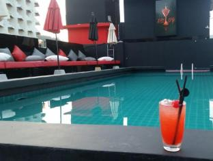 Asialoop Guesthouse Phuket - Food and Beverages