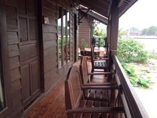 Grandview Guesthouse Vang Vieng - Balcony/Terrace