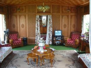 Mughal - E - Azam Houseboat Srinagar - Sitting Room
