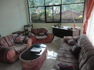 Majestic Tourist Hotel Kandy - Sitting Area