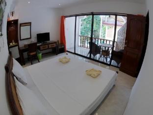 Alona Vida Beach Resort Panglao Island - Family Room