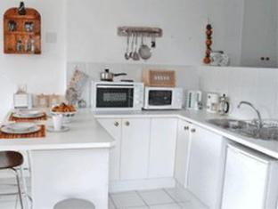 Fish Hoek Luxury Self-Catering Apartments Cape Town - Studio Apartment Kitchen