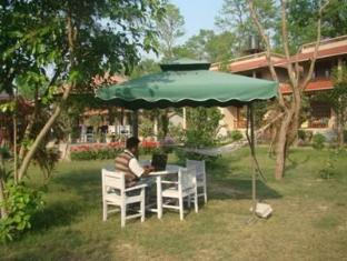 River Bank Inn Chitwan National Park - परिवेश