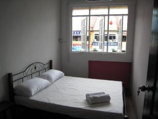 Traveller Homestay Kuching - Bedroom