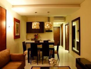 Hotel Masfino Bulacan - Suite Dining & Living Area