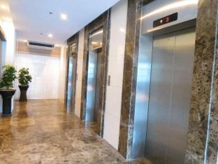 La Breza Hotel Manila - Elevator
