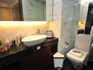 Shalom Serviced Apartments - Wanchai Hong Kong - Luxury One Bedroom Bathroom