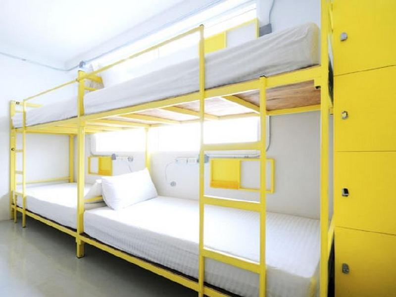 Mixed Dormitory 8 Bunk Bed