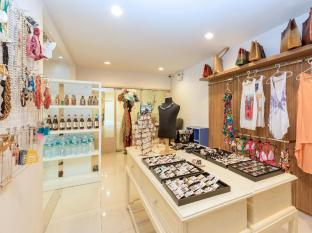 Andaman Embrace Resort & Spa Patong Beach Phuket - Shops