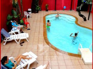 Boomerang Inn Phuket - Uima-allas