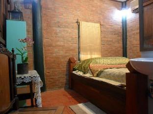 Ayutthaya Bouchic Hostel guestroom junior suite
