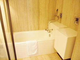 Yi Serviced Apartments Hong Kong - Suite Bathroom