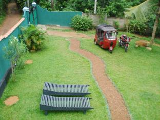 Utopia Villas Hikkaduwa - Garden View