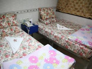 T.S.T Kowloon Guest House Hong Kong - Triple - 1 Double Bed + 1 Single Bed