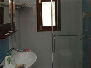 Tree Top Greens Serviced Apartment New Delhi and NCR - Bathroom