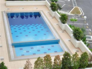 Damansara Holiday Home Kuala Lumpur - Swimming pool