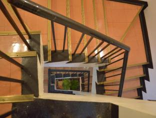 Philippines Hotel Accommodation Cheap | Hotel Sogo Pasay Rotonda Manila - Staircase