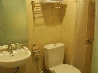 Hotel Mawar Bandung - Restroom and bathroom