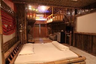 Phumanee Home Hotel guestroom junior suite