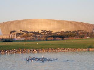 Dolphin Inn Guesthouse Cape Town - Metropolitan Golf Course and Cape Town Stadium