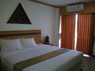 Chanapol Mansion guestroom junior suite