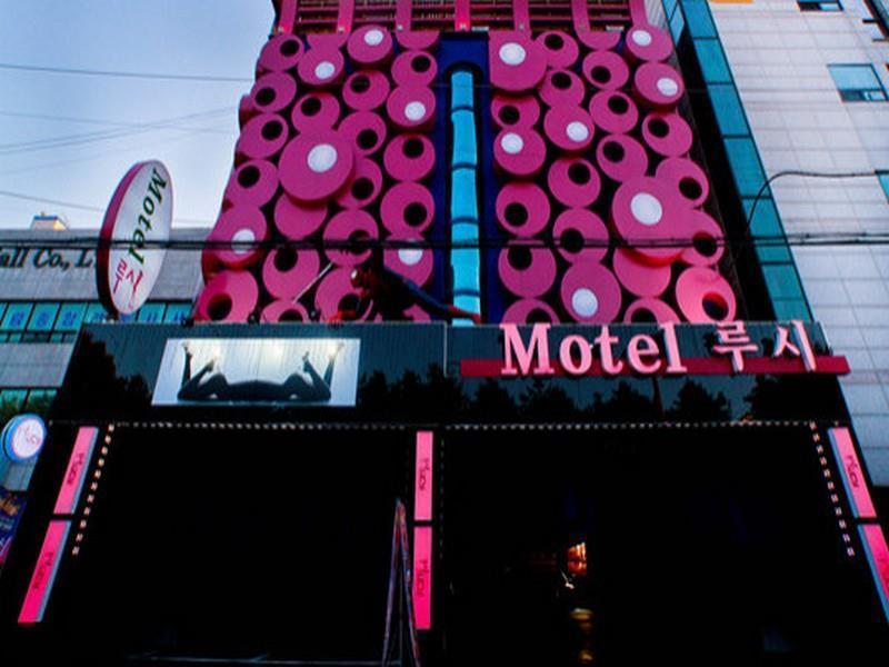South Korea-루시 모텔 (Lucy Motel)