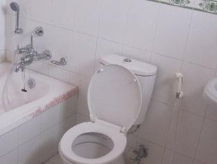 Diplomat Apartments Pokhara - Bathroom