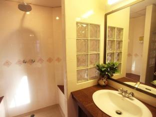 Paradise Inn Phuket - Granite Counters & Hot Shower