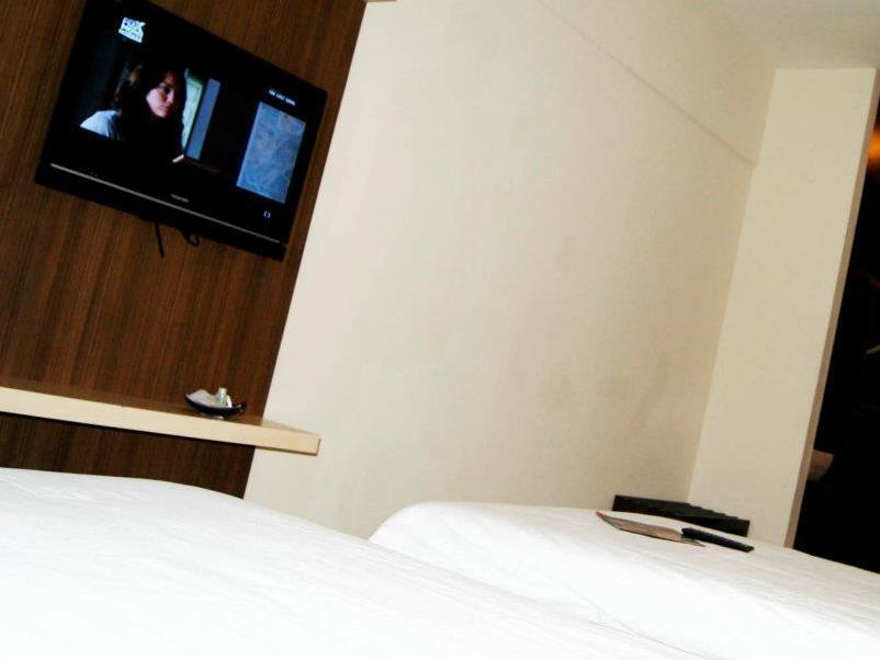New Regent Hotel - Guest Room