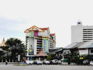 Fata Garden Hotel by Place2Stay Kuching - Nearby Attraction
