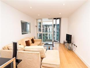 Times Square Serviced Apartments London - Living room