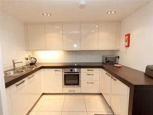 Times Square Serviced Apartments London - Kitchen