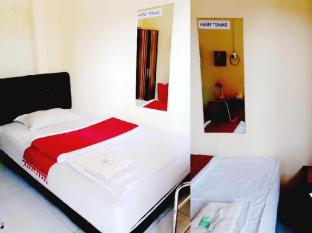 Rotterdam Homestay Surabaya - standard shared bathroom