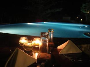 Amun Ini Beach Resort & Spa Bohol - Poolside dinner