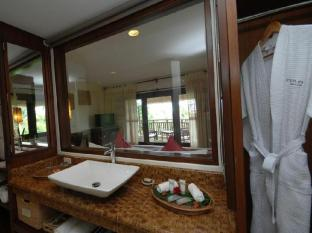 Amun Ini Beach Resort & Spa Bohol - Bathroom