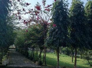 Baghmara Wildlife Resort Chitwan National Park - great garden